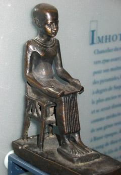 Имхотеп, бронзовая статуэтка времен Птолемеев (332–30гг. до н.э.)