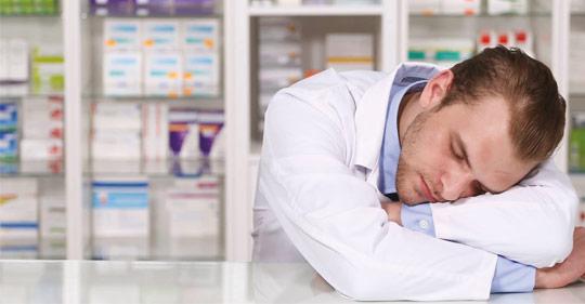 фармацевт спит